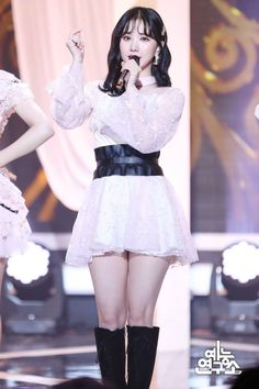 Photo album containing 26 pictures of GFRIEND Kpop Girl Groups, Korean Girl Groups, Kpop Girls, Stage Outfits, Fashion Outfits, Womens Fashion, High Fashion, Kpop Entertainment, G Friend