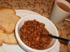 Newfoundland Old Fashioned Baked Beans Recipe. Come taste the history and heritage of Newfoundland and Labrador at Newfoundland.ws add in some bacon! Rock Recipes, Side Recipes, Great Recipes, Favorite Recipes, Old Fashioned Baked Beans Recipe, Cookbook Recipes, Cooking Recipes, Homemade Cookbook, Cookbook Ideas