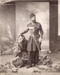 Prince_Andronikashvili_wearing_national_dress_1880-90._Alexandre_Roinashvili._Tbilisi_History_Museum_Collection.jpg (819×1024)