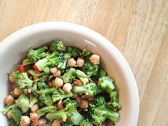 Chick Peas with Broccoli & Tomatoes: 1 bag of steam-in-the-bag broccoli, 1/3 can of rinsed chickpeas, 1/2 a tomato cut up into little pieces, some parsley & oregano and 1 tbsp of Italian dressing