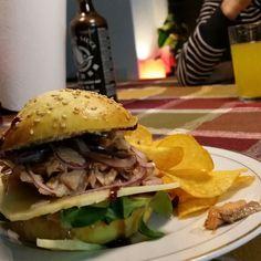 Oh... wow.... Ich bin sooooo satt und glücklich... selbstgemachten Burger Buns mit Lachs Teriyaki Salat Käse Hoisin  Soße und Sesam Mayonnaise.... lecker!!! Bitte hier entlang für die Anleitung..... http://ift.tt/2ibcQcy #fraubpunkt #pin #burger #salmon #fish #familyfood  #ichliebefoodblogs #dinner #burgerlove #funny frisch #welove #wasabi #sesame #salad #brioche