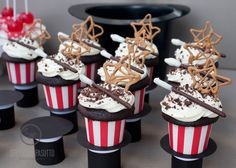Magician's Hat cupcake stands