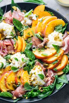 Lunch Snacks, Lunches, Burrata Salad, Vegetarian Recipes, Cooking Recipes, Grilled Fruit, Savory Salads, Salad Ingredients, Spring Recipes