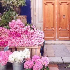 ...and Sunday wound down in a great sigh of pink peonies... #paris (Photo: @leparisblog, #RSlove)