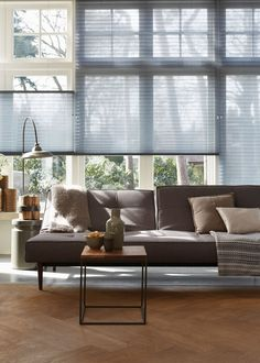Astonishing Unique Ideas: Vertical Blinds For Windows roller blinds blue.Patio Blinds Fabrics roll up blinds diy.Blinds For Windows Top Down. Living Room Blinds, Fabric Blinds, Blinds Design, Living Room Windows, Wooden Blinds, Modern Window Dressing, Blinds For Windows, Diy Blinds, Grey Home Decor