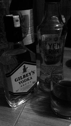 Alcohol Bottles, Vodka Bottle, Vodka Drinks, Alcoholic Drinks, Alcohol Pictures, Fake Pictures, Funny Vintage Photos, Alcohol Aesthetic, Fake Girls