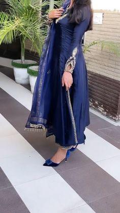 Punjabi Salwar Suits, Designer Punjabi Suits, Indian Designer Outfits, Patiala, Salwar Kameez, Fancy Dress Design, Fancy Blouse Designs, Stylish Dress Designs, Simple Pakistani Dresses