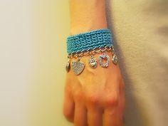 -Charm Bracelet, Crochet with Silver Tone Chain and Heart Charms ... Inspiracion ✿⊱╮Teresa Restegui http://www.pinterest.com/teretegui/✿⊱╮