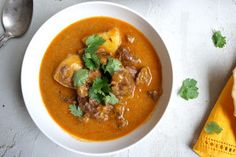 A variety of tasty ideal-for-entertaining recipes for the slow cooker, from www. bestrecipes.com.au