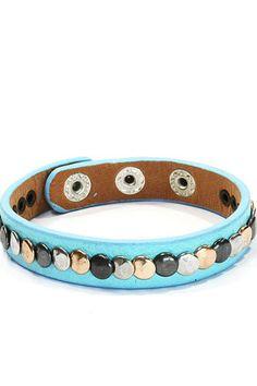 Armband met studs lichtblauw