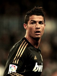 Christiano Ronaldo- Now that I have a bunch of hot foreign friends playing soccer, I'm suddenly obsessed. This is one of their favorite players :) Cristiano Ronaldo Cr7, Christano Ronaldo, Real Madrid, Portugal National Team, Good Soccer Players, Football Players, Thats The Way, Attractive Men, My Guy