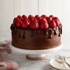 Chocolate Strawberry Cake, Strawberry Cake Recipes, Chocolate Cake Mixes, Chocolate Strawberries, Chocolate Stout, Top 10 Desserts, Dessert Recipes, Butter Frosting, Frosting Recipes