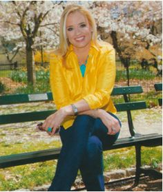 Laurie Dhue, TV News Anchor On Recovering From Alcohol Addiction via www.thewomenseye.com