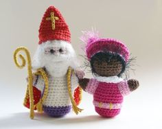 Sinterklaas and Piet crochet pattern A free Dutch crochet pattern . : Sinterklaas and Piet crochet pattern and his help A free Dutch crochet pattern by Sinterklaas and Piet. Do you also want to crochet a Sint and Piet? Crochet Gratis, Crochet Amigurumi, Amigurumi Doll, Diy Crochet, Crochet Dolls, Crochet Stitches, Crochet Patterns, Saint Nicolas, Little Presents
