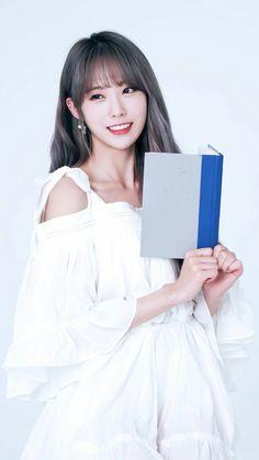 Cute Asian Girls, Beautiful Asian Girls, Sweet Girls, Cute Girls, Kpop Girl Groups, Kpop Girls, Tzuyu Wallpaper, Wjsn Luda, Cosmic Girls