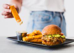 Découvrez Lola Rosa, le restaurant végétarien réputé à Montréal. Restaurateurs passionnés, nos recettes s'inspirent de plats « comfort food » adaptés à la sauce végétarienne. Venez essayer nos bons et savoureux repas végétariens.