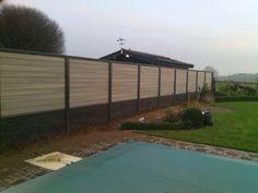 Luxe hout-beton schutting antraciet met graniet motief en Fiberon panelen.