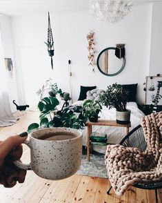 cozy interior inspiration | lovely home | decoration idea | plant love | Fitz & Huxley | www.fitzandhuxley.com
