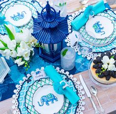 Blue and White Entertaining Outdoors | Chinoiserie Chic | Bloglovin'