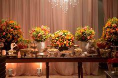 Decoração em tons quentes para mesa de doces - Decoração rústica de casamento em São Paulo