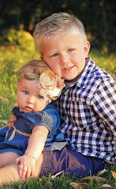 Brother and Sister.. Family pictures. This is the cutest picture ever !