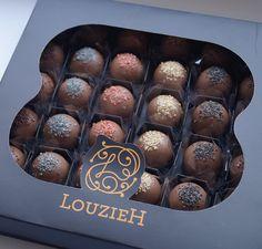 Chegou uma nova linha de doces na @louziehdoces - Os Bombons Metálicos. São 6 sabores deliciosos. Essa caixa é um lindo presente para um homem chique elegante e que adora um chocolate  Orçamentos devem ser  solicitados através de:  contatos@louziehdoces.com.br  Ou ligue para:  São Paulo: (11) 5092.3052 ou (11) 98758.0870  Rio de Janeiro: (21) 2236.2540 ou (21)99494.8667 Belo Horizonte: (31) 9304.7832 @renata_louzieh Juiz de Fora: (32) 8857-1611 Representante Externo em São Paulo (11)…