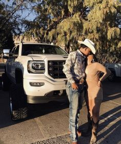 Country Couple Pictures, Cute Country Couples, Cute Country Outfits, Cute N Country, Cute Couple Pictures, Cute Couples Goals, Summer Cowgirl Outfits, Cowboy Outfits, Couple Outfits
