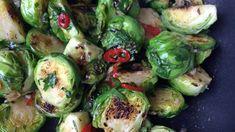 Rosenkål er tradisjonelt tilbehør til julemiddagen. Lise Finckenhagen tilsetter nye smaker til rosenkålen.