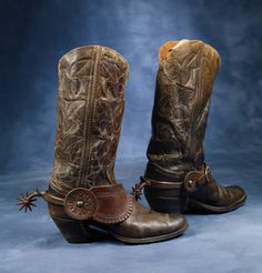 15 high stitched cowboy boots with Cuban heels, mounted with early August Buermann drop shank iron spurs and nic. Crochet Cowboy Boots, Old Cowboy Boots, Cowboy Shoes, Cowboy Up, Western Boots, Spurs Western, Western Cowboy, Western Wear, Bota Country