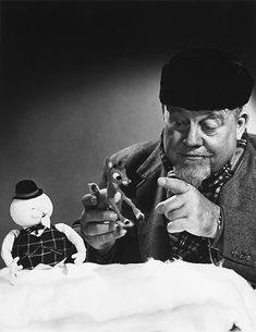 rudolph the red nosed reindeer - Burl Ives, the narrator with the puppets. I Burl Ives! Christmas Past, Christmas Music, Retro Christmas, Christmas Movies, Christmas Holidays, Holiday Movies, Christmas Ideas, Christmas Specials, Christmas Scenes
