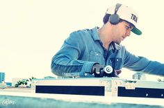 Just #chill to the #beat. #djs  #djset  #dj #love #music #mixing #production #turntablism  #turntablist #mixer #technics #producer #scratching #dreams #goals #humble www.itsmescottyv.com #photography by @a_muziq by itsmescottyv http://ift.tt/1HNGVsC
