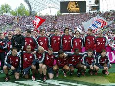 Bayern München 2003 Bayern Munich Wallpapers, Germany Football, Fc Bayern Munich, Soccer, Baseball Cards, Sports, Football Soccer, Hs Sports, Futbol