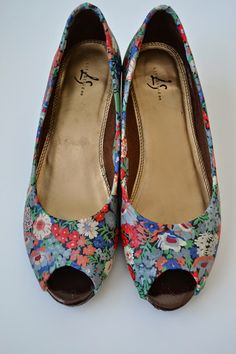 Tea Rose Home: Shoe Makeover with Liberty of London Fabric