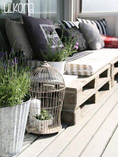 Pallet furniture.  Perfect for the seat, but what for the back?