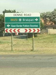 : Die mense wat ek ken van Brakpan is awesome, maar die is wel funny! News South Africa, South Afrika, African Jokes, Africa Quotes, South African Flag, Afrikaanse Quotes, African History, Funny Signs, Funny Quotes