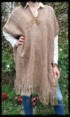 Ponchos Ulala Loom Weaving, Hand Weaving, Sew Your Own Clothes, Shawl Cardigan, Tapestry Design, Weaving Projects, Tear, En Stock, Weaving Patterns