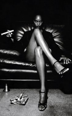 Photo d'Helmut Newton (1920-2004) photographe australien d'origine allemande. Il est connu pour ses photographies de mode et de nus féminins.