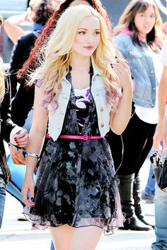 Dove Cameron looks so pretty in this picture!