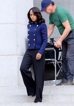 """fitz is gold-win: The ring is back!!! fitzisgold-win: jea-nte: magicinhermadness:londonlovely:highkey-melanin:kerrygoldwyn: THIS IS NOT A MOTHERFUCKING DRILL THE RING IS BACK AND ITS NOT IN A FLASHBACK!!!!!!!!!! YESSSS.She put the ring back on!!! I guess """"Put a Ring on it"""" is good for us. I'm very interested in why she's curling her hair again. She went straight around the time Marmaduke popped up, so maybe the curls mean something is different Whoa blast from the past. Too bad that Olivia…"""