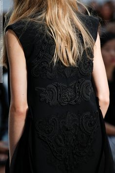 Vera Wang (Spring-Summer 2015) R-T-W collection at New York Fashion Week (Details)  #NewYork #VeraWang See full set - http://celebsvenue.com/vera-wang-spring-summer-2015-r-t-w-collection-at-new-york-fashion-week-details/