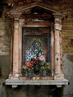 Window memorial flowers- Venice