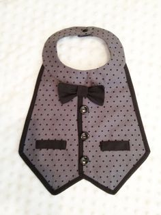 Items similar to Boys Tuxedo Bib - Formal photo prop on Etsy Baby Sewing Projects, Sewing For Kids, Baby Bibs Patterns, Sewing Patterns, Couture Bb, Bib Pattern, Baby Crafts, Baby Accessories, Baby Quilts