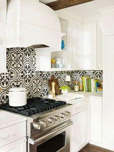 Gorgeous black and white patterned backsplash tile