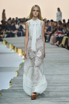 http://www.fashionsnap.com/collection/roberto-cavalli/2015ss/gallery/index21.php