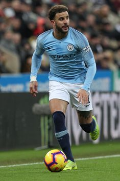 Kyle Walker of Manchester City during the Premier League match between Newcastle United and Manchester City at St. James's Park, Newcastle on Tuesday 29th January 2019.  (Photo by MI News/NurPhoto via Getty Images) England Football Players, England Players, Premier League News, Premier League Matches, Football Poses, Football Team, Zen, England National Team, Sports