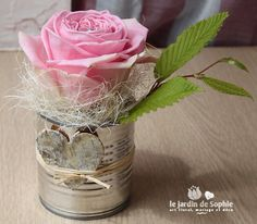 Tin can with single pink rose, ideal for the countryside wedding.