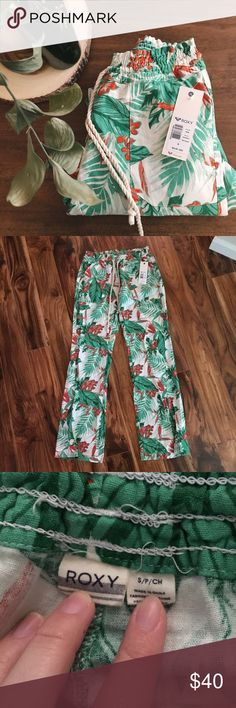 Roxy tropical pants NWT Tropical Roxy pants 🌴🌴Elastic waistband with drawstring ties. 2 front pockets as well as 2 back pockets❌NO TRADES❌reasonable offers considered • only accepted through the offer button❌ Roxy Pants