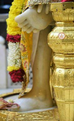 Sai baba i Sai Baba Wallpapers, Sai Baba Photos, Baba Image, Om Sai Ram, Indian Gods, Lord Shiva, Hinduism, Whatsapp Group, Table Decorations