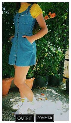 26 de Febrero♥️ Una remera corta negra con puntos blancos, unos jeans azules de Prusia y unos loafers negros con un moño de hilo en la punta Cute Fall Outfits, Trendy Outfits, Cool Outfits, Summer Outfits, Look Fashion, 90s Fashion, Korean Fashion, Fashion Outfits, Petite Fashion