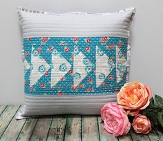 A Bit of Scrap Stuff Blog. Friendship Quilt Along. Loyal Block. #AmandaHerring #RileyBlakeDesigns #miniquilt #pillow
